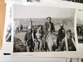 热烈庆祝华国锋同志任中共中央主席军委主席照片,粉碎四人帮照片,和毛泽东骑马照片(共计41张