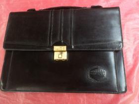 黑色多功能手提包,带瑞士密码锁,品相如图所示。