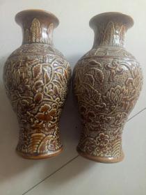 瓷花瓶一对