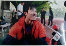 2010年11月17日刘翔抵达广州首次面对记者新闻照片