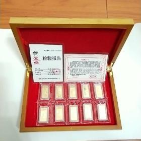 《一代帝王》纪念金条,全套十枚。重量5克。背面图案为中国十大著名帝王。金条正面图案为中华人民共和国国徽,并有一代帝王字样。上海造币厂制作。限量发行3000套。