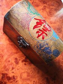 """买满就送  清代铜器? 狮龙纹镖盒 好大一个""""镖""""字!雕刻很精致!"""