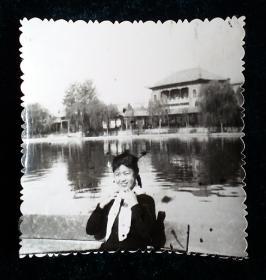 七十年代初美女照片一枚