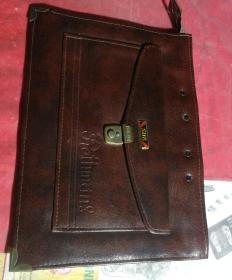 全新的棕色的手提公文包,品相如图所示