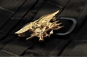 极品顶级美国特种部队世界最厉害的特种部队---海豹突击队徽章(金色)金属不掉色可佩带西服上质量上乘堪比原品值得佩戴和收藏