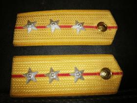 军品收藏肩章领章等合售
