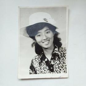 老照片:七、八十年代时尚美女