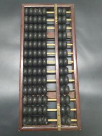 牛角算盘  老算盘 13档特制人造 牛角祘算   尺寸约36cmx16.2cm2.5cm  约重 1.065KG (大概是80年代的)浙江省乐清县慎海日用工艺塑制厂