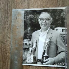 【超珍罕】凌子风(1982年荣获金鸡百花奖照片) 此照片被期刋选登用 上有签名