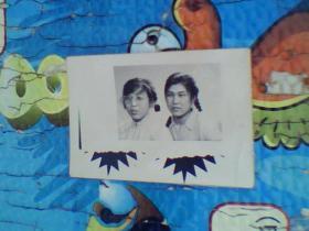老照片;两个七十年代美女(黑白)