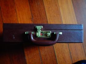 从雅典到北京(豪华版)(钱币邮票珍藏册)(上下二本)【精致 密锁 箱装 36.5×28×835】【有证书】
