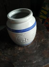 白瓷蓝道罐