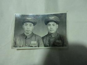 早期  中国人民解放军 合影照 帽徽少见