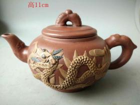 清代做工精致的龙纹紫砂壶3