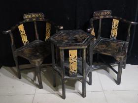 漆器桌椅一套桌子高66厘米,宽51厘米 椅子高86厘米,宽43厘米
