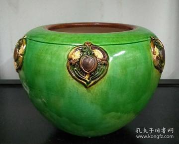 三彩绿釉贴花罐