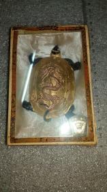 【七O年代初]老墨连盒,歙县老胡开文墨厂出品(李廷珪商标)《龙龟》包金墨一个。保真包老。重量及品相如图。。。