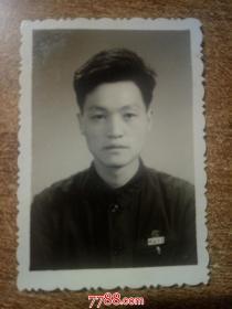 老照片:佩戴皖南大学校徽