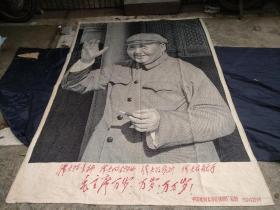 文革鸿篇巨制、特大巨幅:2.2米高 林彪题词 四个伟大 毛主席挥手接见红卫兵 中国杭州东方红丝织厂敬制!红色收藏镇馆之宝,包老保真。
