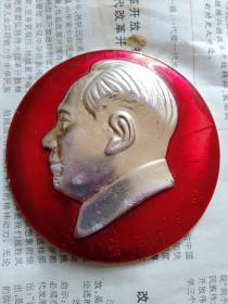 8.2厘米永远忠于毛主席像章-