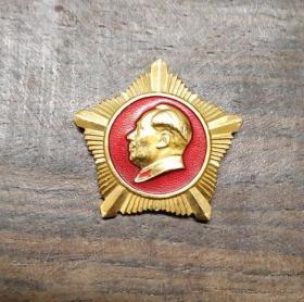 红色收藏  毛主席像章 文革老章 徽章胸章   四做毛主席的好战士 海军东海舰队 五角异形章 尺寸3x2.7cm 包老保真,非现代仿制品!
