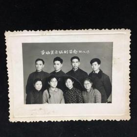 60年代黑白老照片:劳动实习临别留念,1964年12月17日报