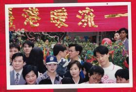 香港明星照片---【电视台流出的原版明星老照片:黎明和其他明星照片】二张。品如图。照片尺寸12.8*8.8CM。