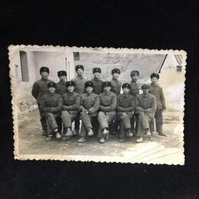 60年代黑白老照片:军人照合影