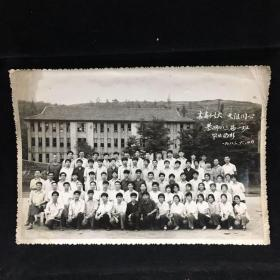 黑白老照片:青春似火 天涯同心,綦师八三届一班毕业留影 1983年6月摄影