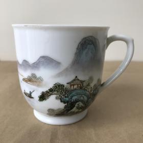 景德镇八十年代釉上彩手工绘人物山水茶杯一个,高白泥,瓷质细腻通透