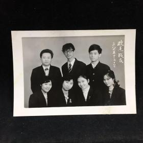 黑白老照片:欢送战友 1984年拍摄
