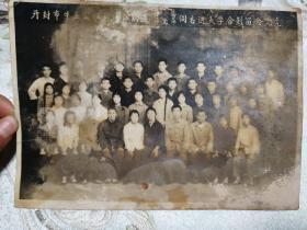 1977年3月9日开封市牛庄公社新建队欢送李慧李金萍进同志大学合影留念