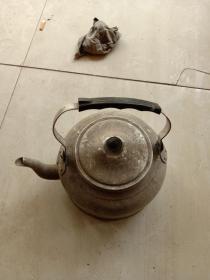 老式铝水壶