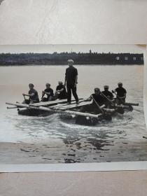 稀缺老照片8张和售《解放军用小船渡大汽车》有朋友认为是修建--湖南长沙湘江大桥的照片----具体见图--