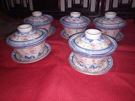 七,八十年代出口创汇精品-景德镇青花釉里红描金玲珑盖杯(茶杯,茶盖,茶碟)已售出2小套,现存3小套共9件) 使用 收藏之精品。