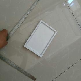 白釉瓷,方盘。高1.8㎝。底不是很平稳。完美者,慎购。〈包老〉