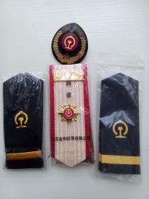 工作服肩章和帽徽(三副肩章和一个帽徽)