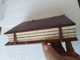 光绪丁亥年上海石印,绘像增注第六才子书释解,白纸四册八卷全。多精美绘像。