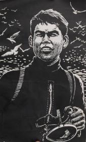 中国人民解放军1980年版画展:著名版画家、曾任《人民海军》报社编辑室主任 滕英杰木刻版画 《大洋之鹰 - 一等功臣刘志友》一幅(尺寸:29.5*18cm,背面有签;附展览目录出版物,不提供实物) HXTX101833