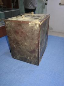 清末民国小木书箱一个,带金属提手,内部宽13.3 cm,高13.8cm,深9.8cm,小巧可爱