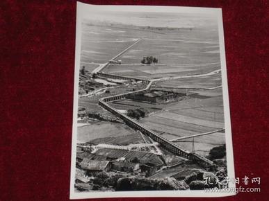 福建省长乐县文武砂农场 新建成的一条长约15公里的水渠    照片长20厘米宽15厘米    A箱