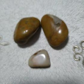 三块漂亮的石头