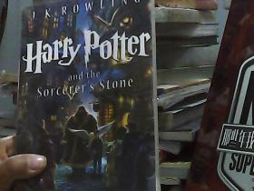 Harry Potter and the Sorcerers Stone (Harry Potter Series, Book 1)