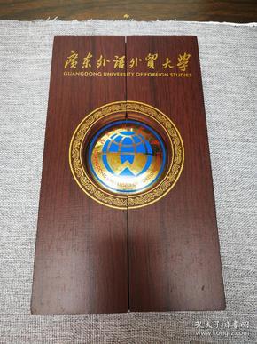 广东外语外贸大学摆件D