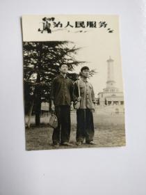 黑白相片【船山学士---毛题:为人民服务相片】长6.6CM*宽5.9CM、品相以图片为准