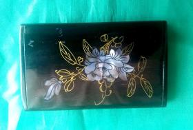 [珍品]:台湾精美漂亮的红木镶嵌金丝贝雕花卉名片盒,既放名片,显的高贵身份的象征!又可欣赏收藏,也可做馈赠佳礼!