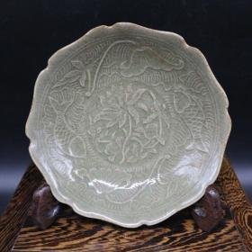 宋耀州窑雕刻莲花鱼纹盘