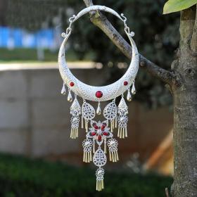 酒红色宝石纯银项链,少数民族工艺,富有民风情,鬼斧神工,技艺精湛可遇不可求的神品值得收藏和佩戴
