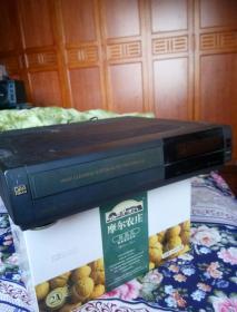 日立录像机。日立牌M839型录像机一台(不通电)。