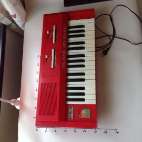 电子琴 黄金山牌 国营长江有线电厂 插电不响,坏的。